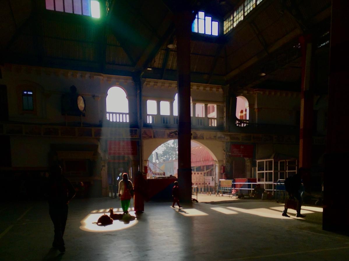 Image of an empty train station in Kolkatta